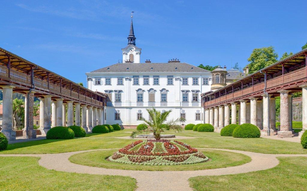 Pobyt u zámku v Hotelu Lysice *** s polopenzí, bazénem a wellness + dítě zdarma