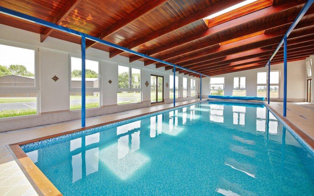 České středohoří v Oáza Resortu *** s neomezeným bazénem a privátní vířivkou