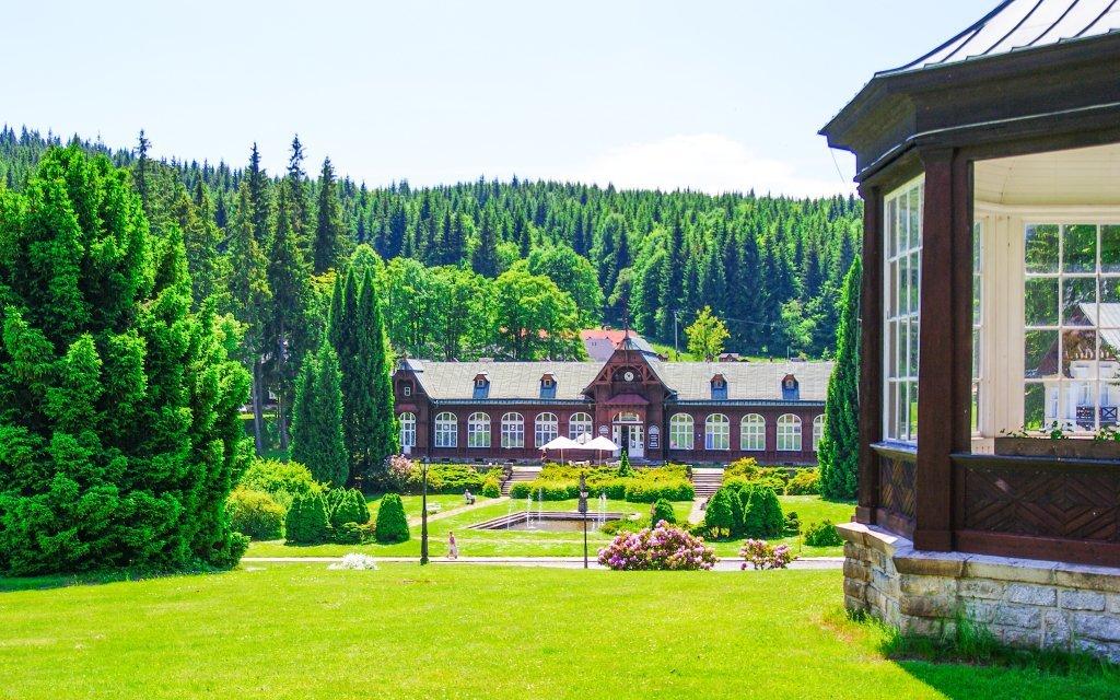 Jeseníky: Karlova Studánka v Hotelu Džbán *** s Thermal Parkem a polopenzí