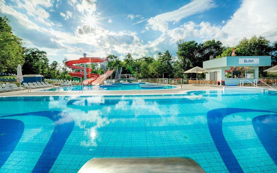 Dudince v Hotelu Flóra s polopenzí, vstupem do bazénů i vířivky a masáží zad