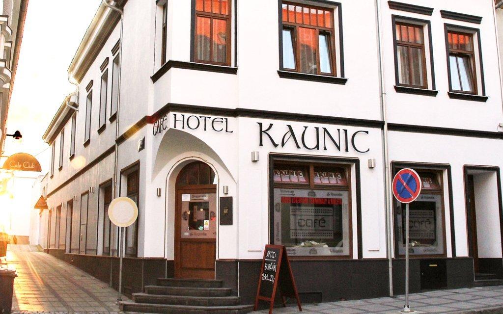 Slovácko v Hotelu Kaunic *** s kontinentálními snídaněmi a vínem + dítě zdarma