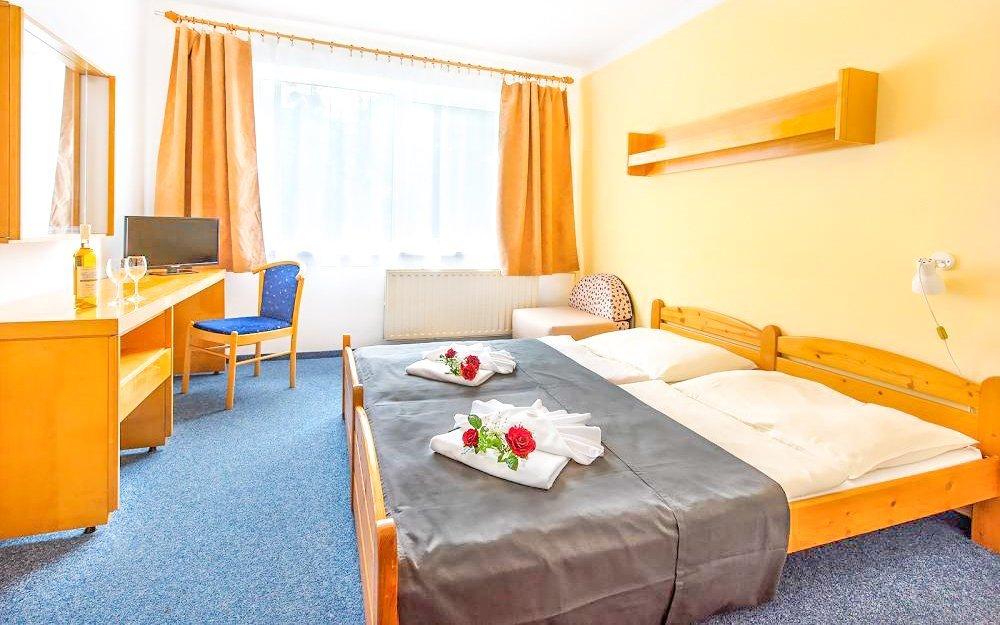 Františkovy Lázně: Hotel Zátiší *** s polopenzí, vstupem do Aquafora a masáží