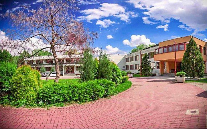 Slovensko v hotelu Relax Inn *** s polopenzí, bazénem, masáží i půjčením kajaku