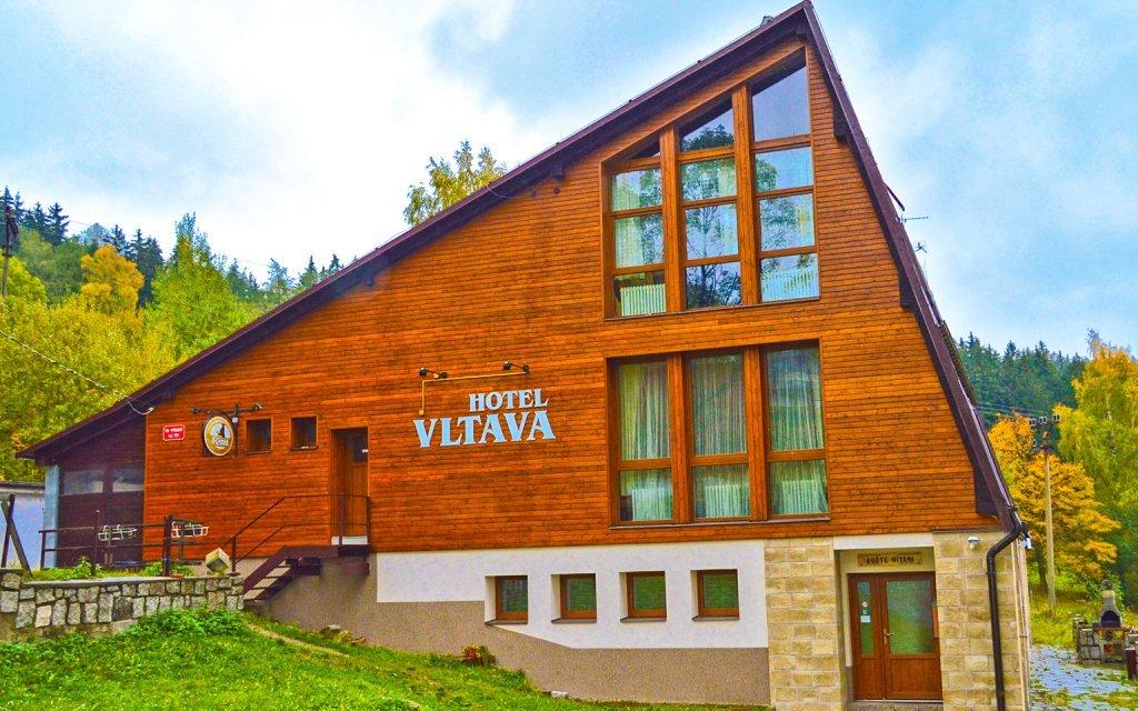 Krkonoše: Horský hotel Vltava s polopenzí a vířivkou + 2 děti do 15 let zdarma