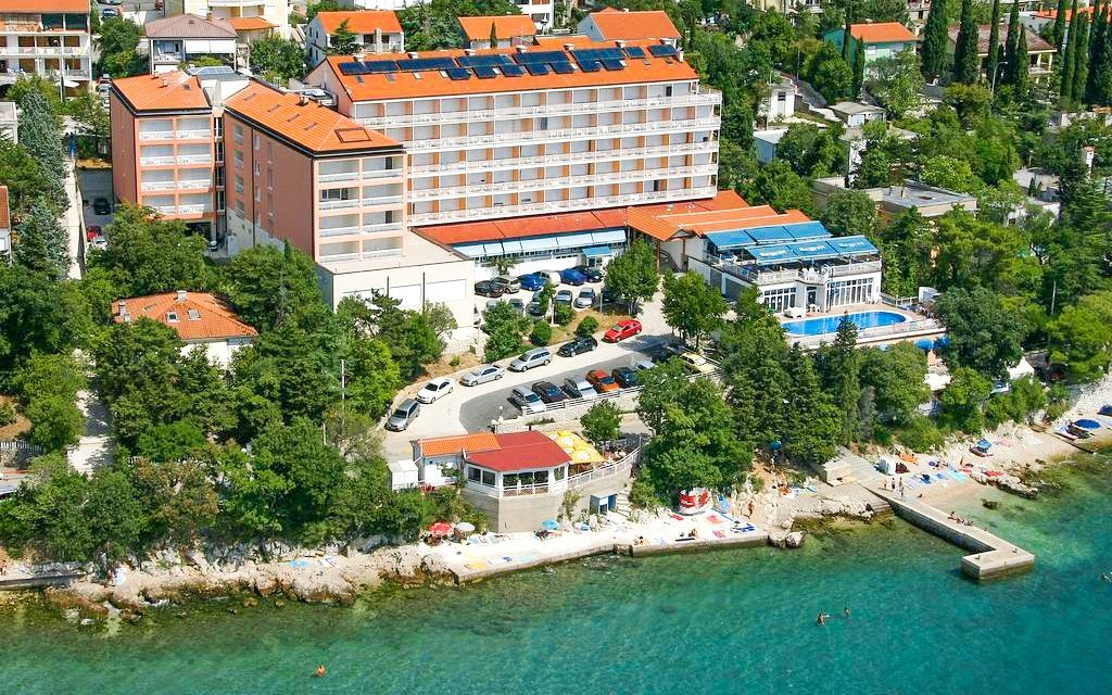 Chorvatsko: Hotel Mediteran *** 50 m od pláže s polopenzí a neomezeným bazénem