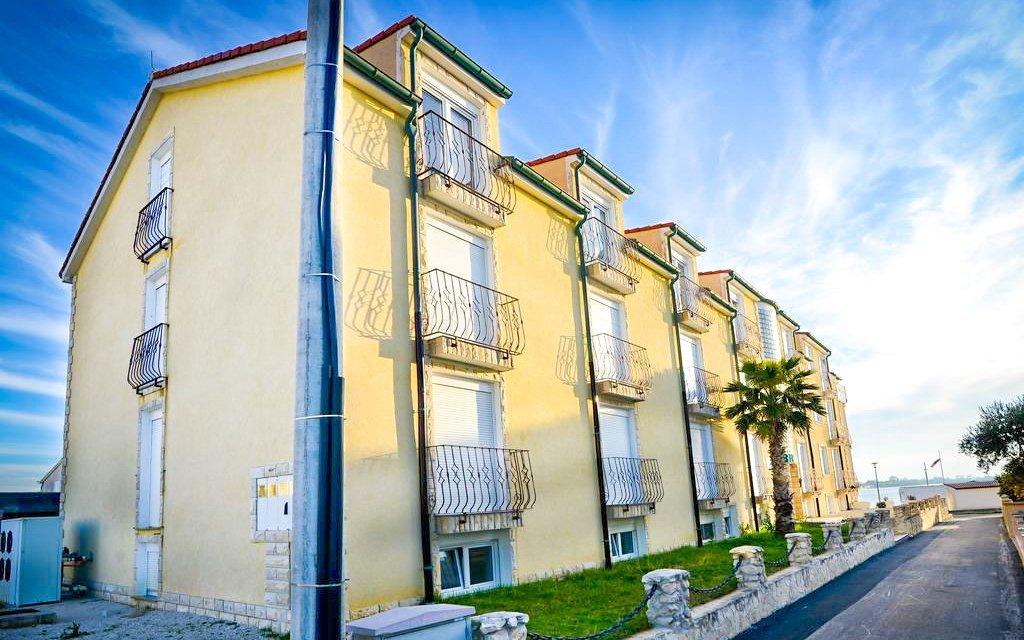 Zadarská riviéra: Hotel Beni *** u písečné pláže + polopenze a dítě zdarma