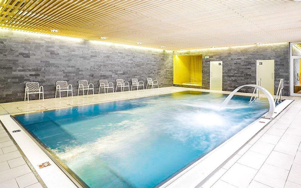Vysočina v Hotelu SKI *** s polopenzí, vínem a wellness s bazénem a vířivkou