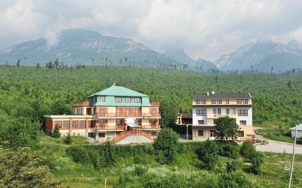 Vysoké Tatry v Miramonti Resortu s polopenzí, saunou, električkou a vínem