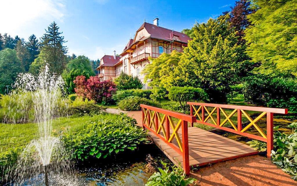 Luhačovice: Penzion Hubert se snídaní, vstupem do bazénu i prohlídkou pražírny