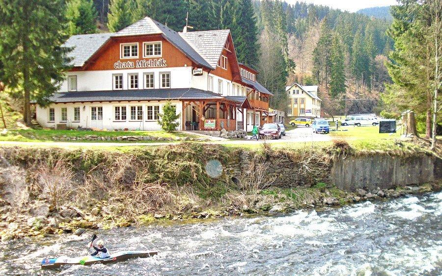 Krkonoše blízko ski areálů v Chatě Michlák na břehu Labe s polopenzí