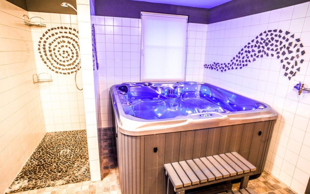 Třeboňsko ve Wellness Roubence až pro 9 osob s privátní saunou a vířivkou
