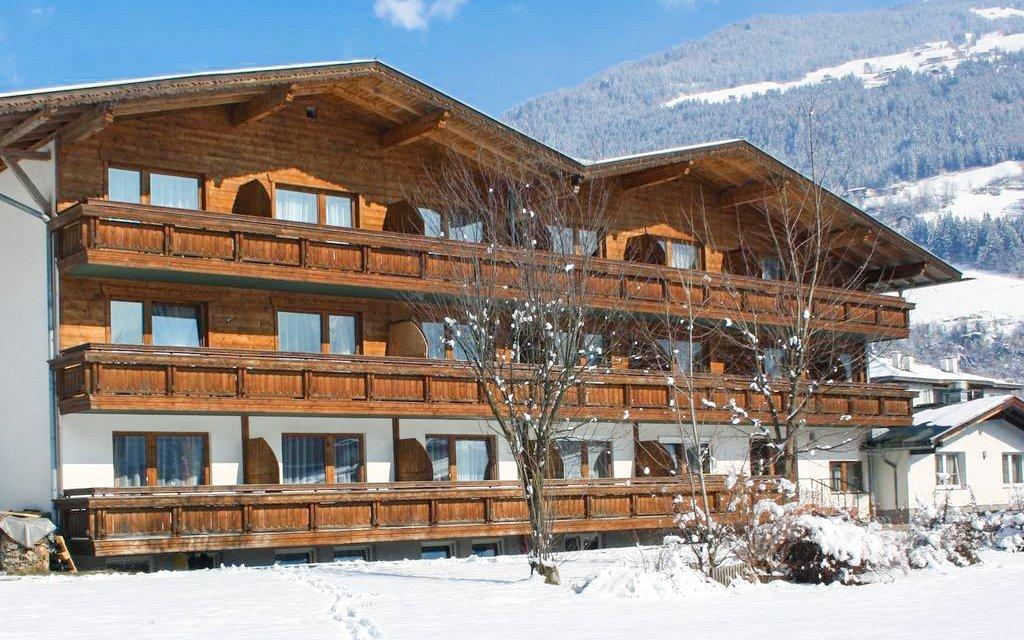 Rakouské Alpy v Hotelu Zillertal s rozšířenou polopenzí a saunou u sjezdovky