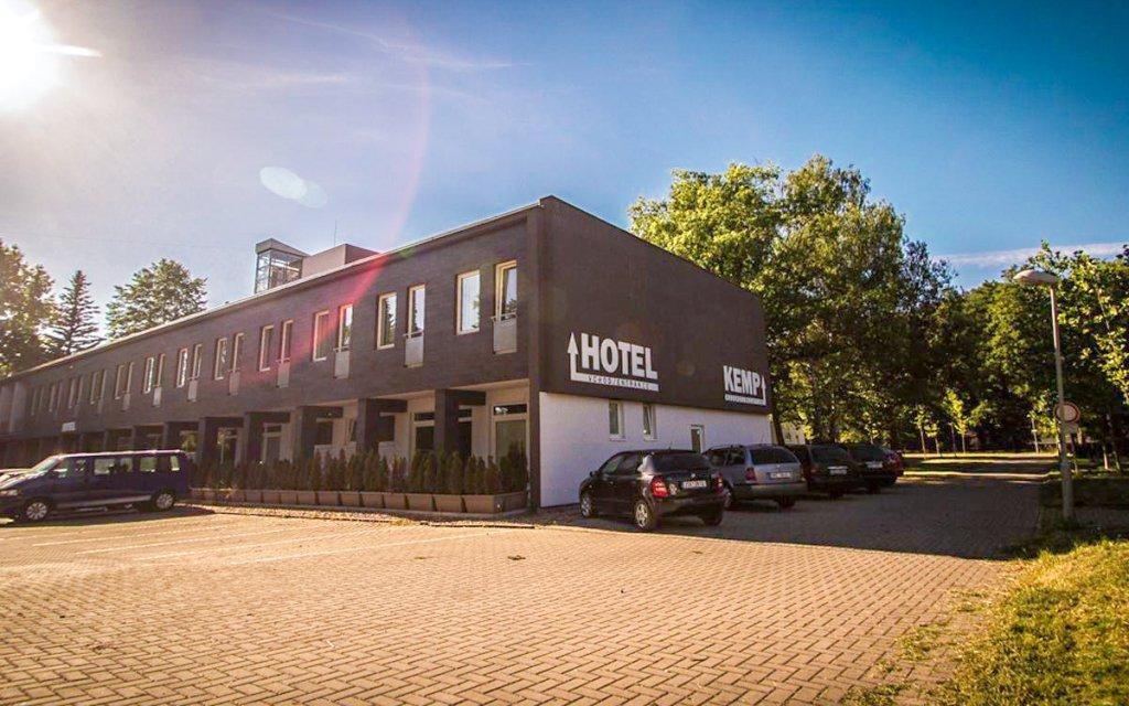 Sázava: Relaxace v Hotelu Sázavský ostrov s polopenzí a saunou + dítě zdarma