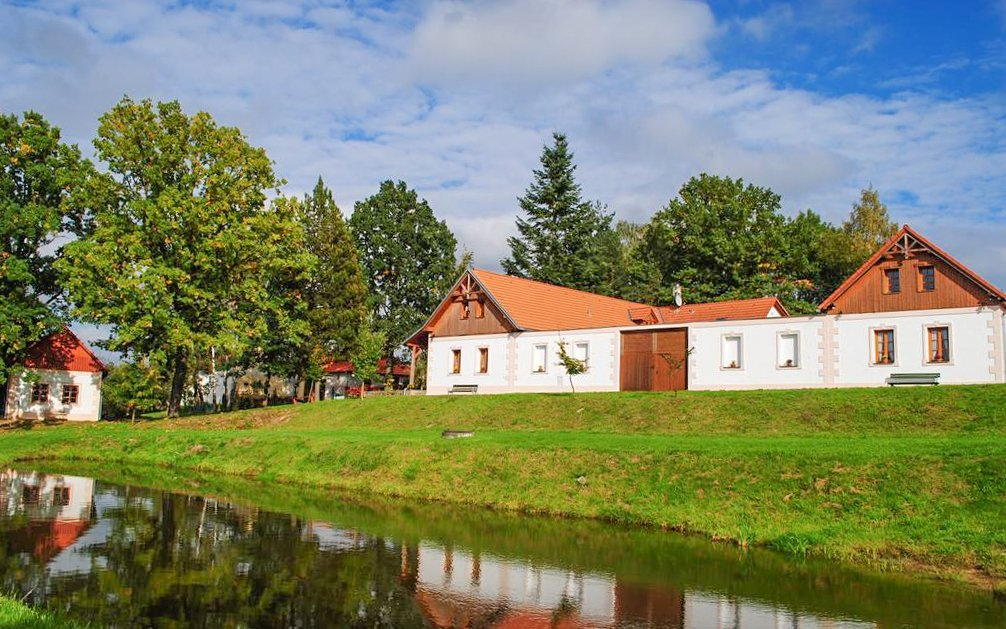 Jižní Čechy v resortu Andělský Dvůr s polopenzí, grilem a vyžitím pro děti
