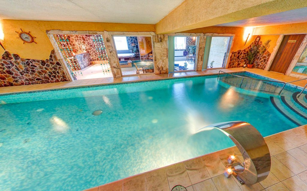 Banská Bystrica: Hotel Dixon **** s polopenzí, wellness i bowlingem